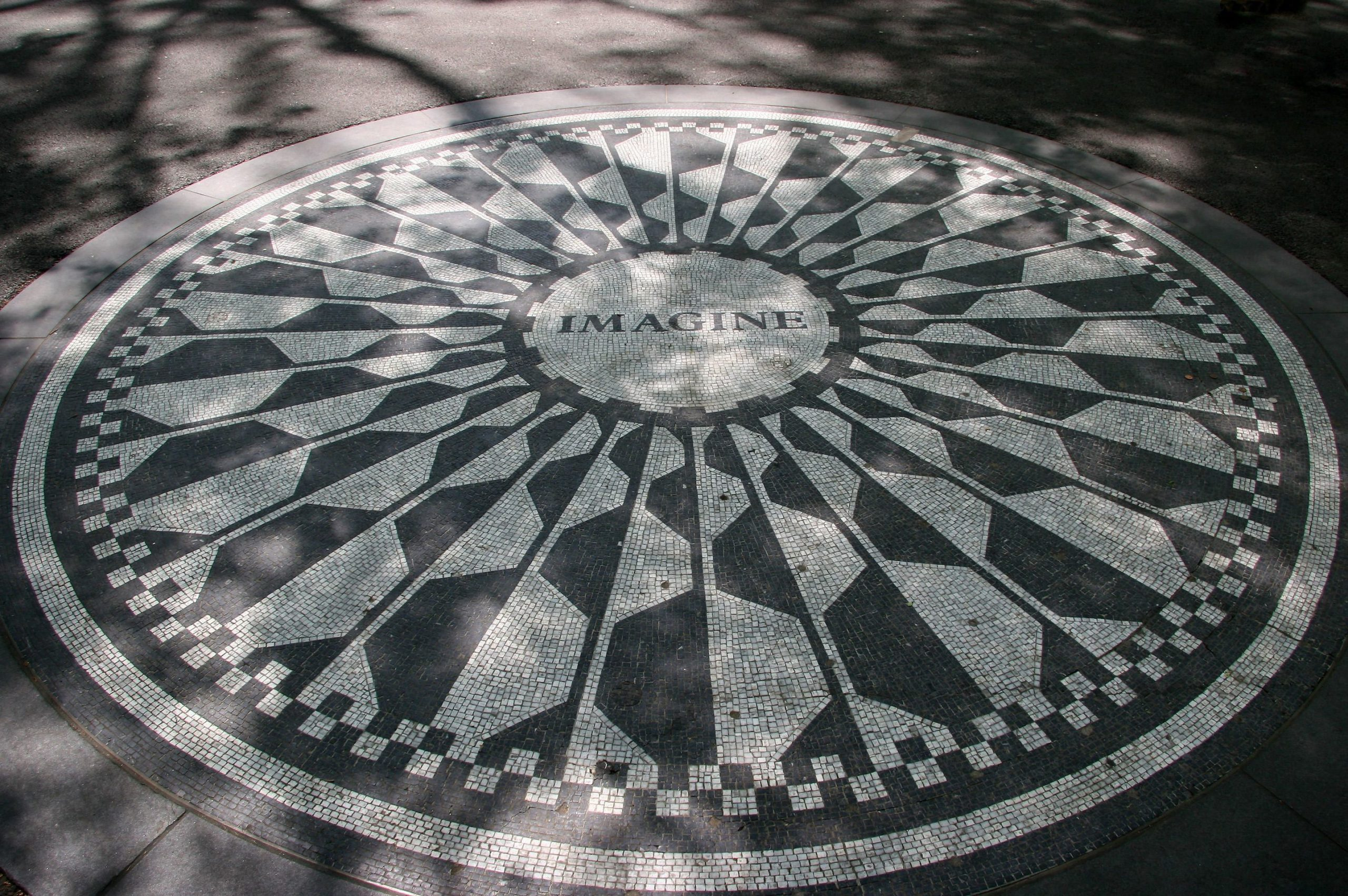 Cine l-a ucis pe John Lennon? Ecouri